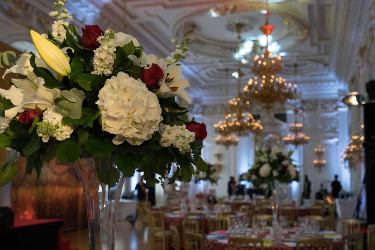 Zakázkové květinové dekorace pro incentivní program v Praze