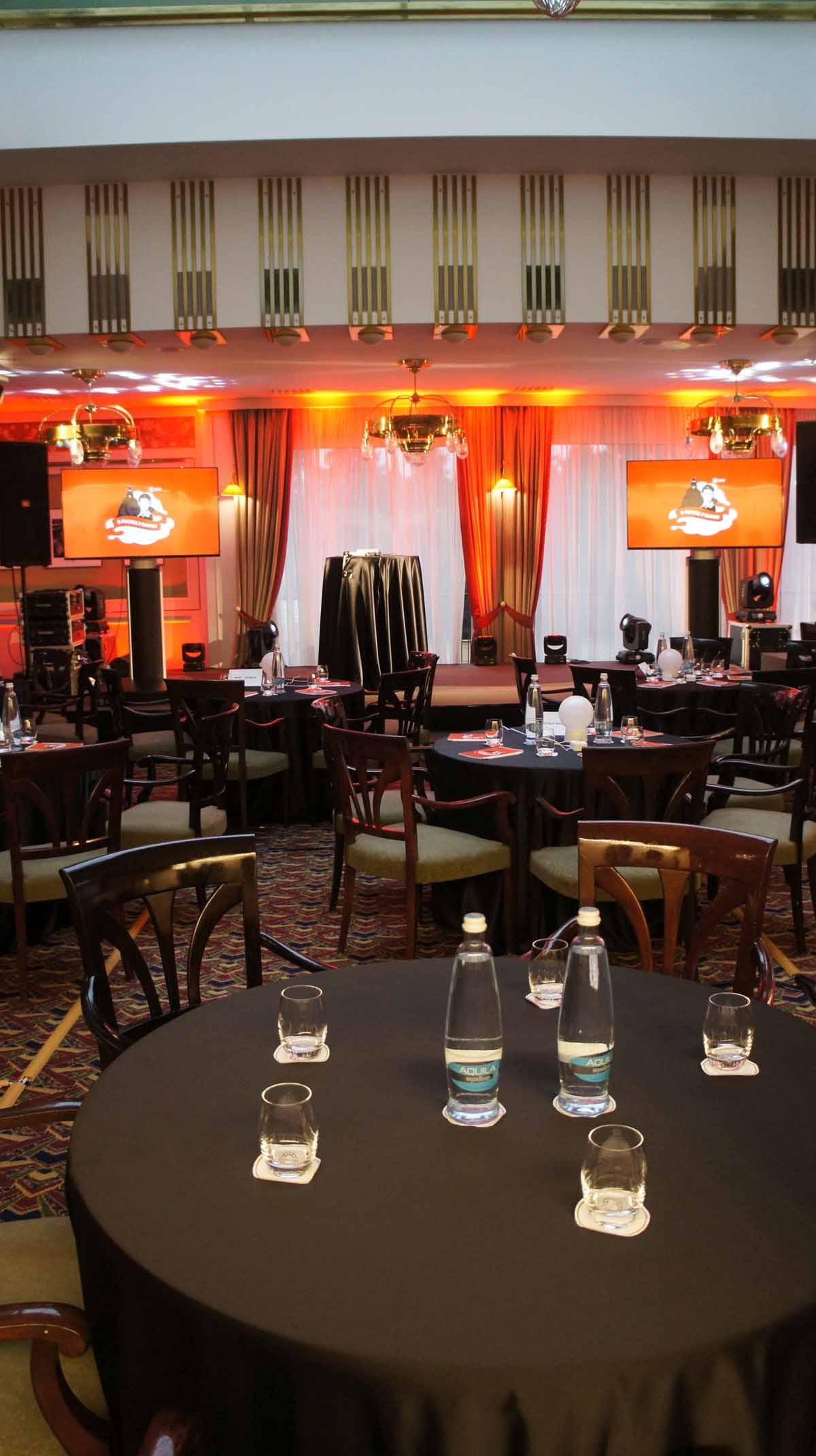 Detail sezení pro hosty v pražské restauraci v průběhu incentivního programu