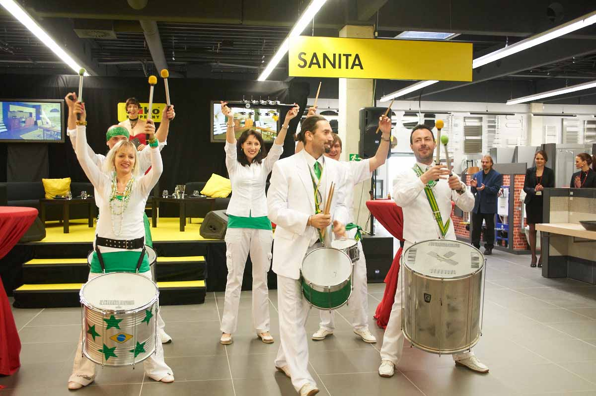 Drum samba show entertaining guests during Prague grand opening event managed by Maxin PRAGUE