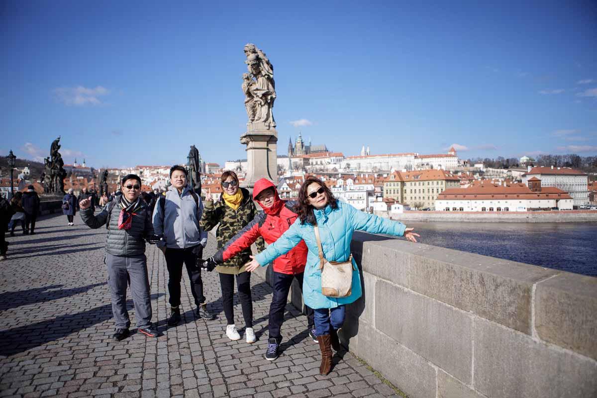 Incentive program guests having fun on the famous Prague Charles bridge