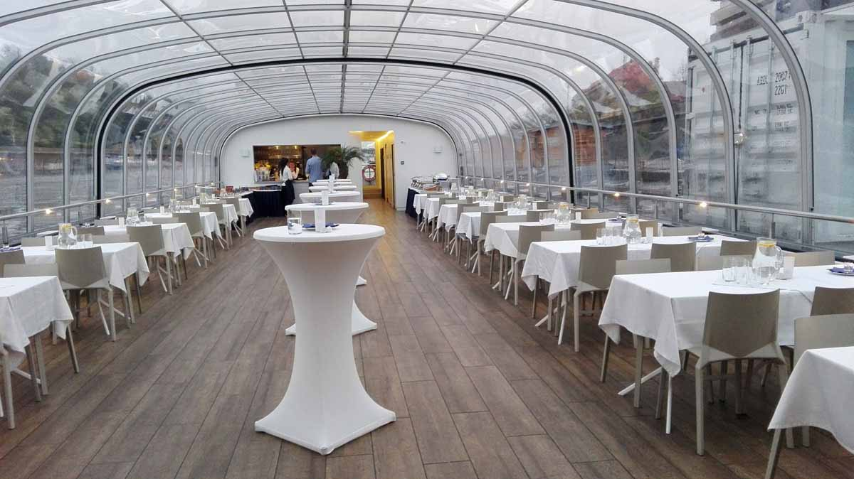 Loď na Vltavě očekává hosty
