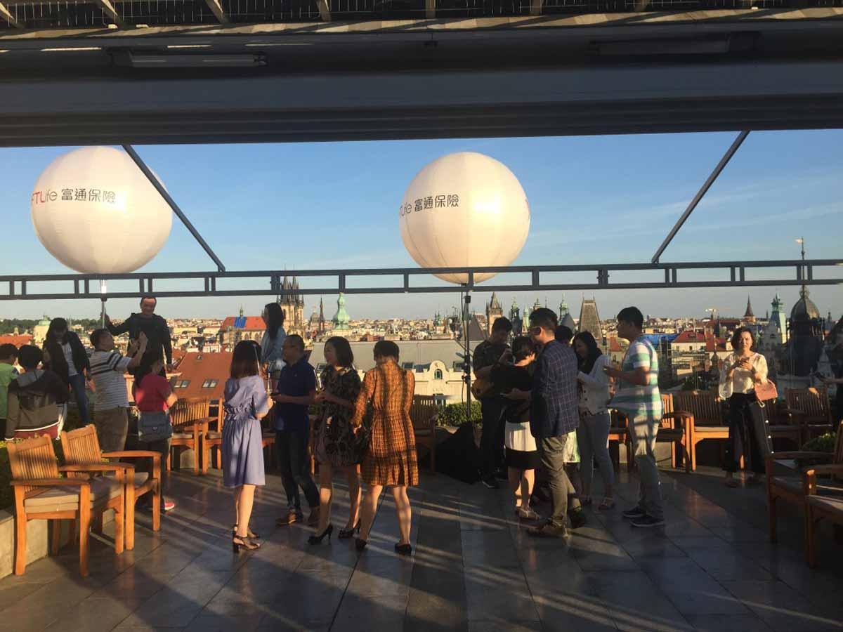 Jedna z částí incentivního programu se odehrála na úrovni pražských střech