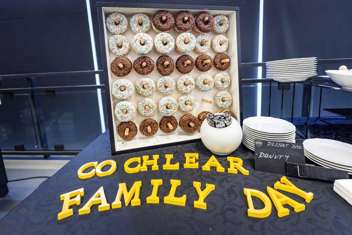 Donuty zorganizovane pro rodinny den v Praze organizovany pro vyrobce usnich implantatu