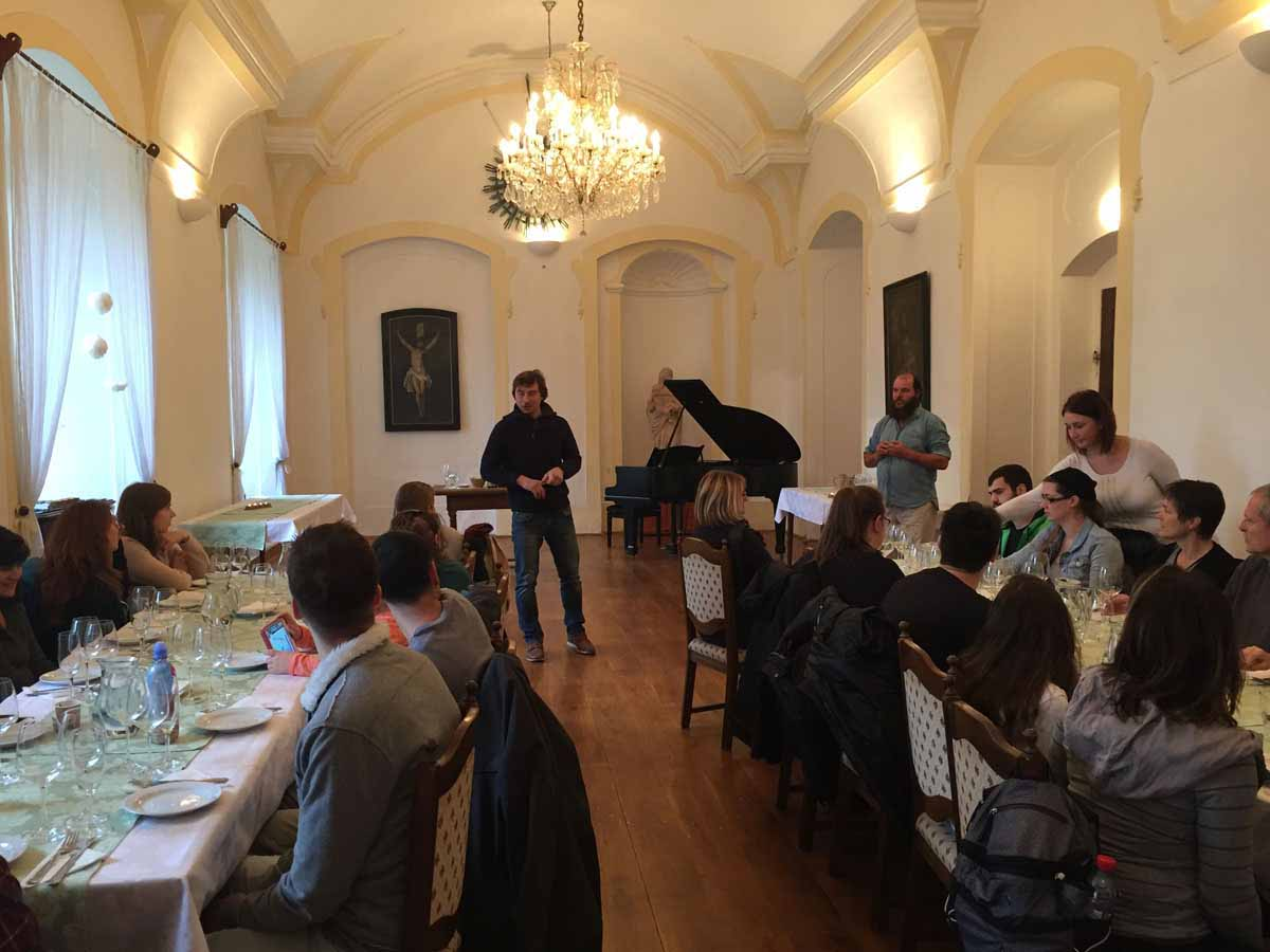 Private chateau visit during incentive program professionally organized in Prague