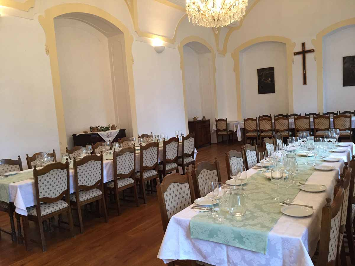 Private chateau visit was organized for an incentive program close to Prague
