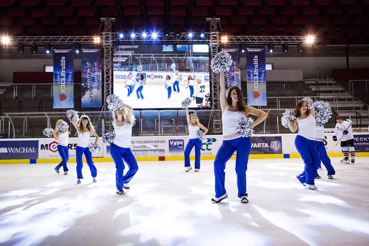 Professional cheerleaders welcome guests at the winter skating stadium incentive program in Prague