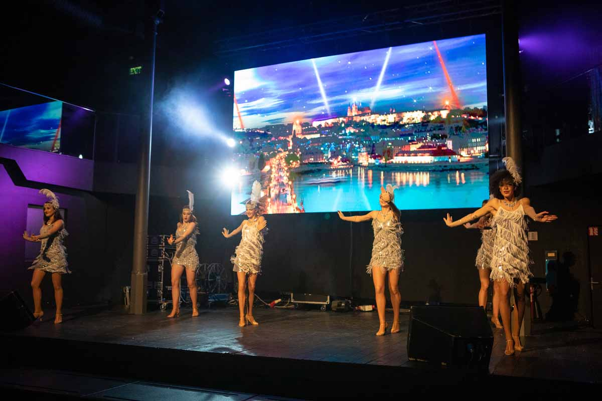 Professional dancers came in to entertain guests of big incentive program organized in Prague