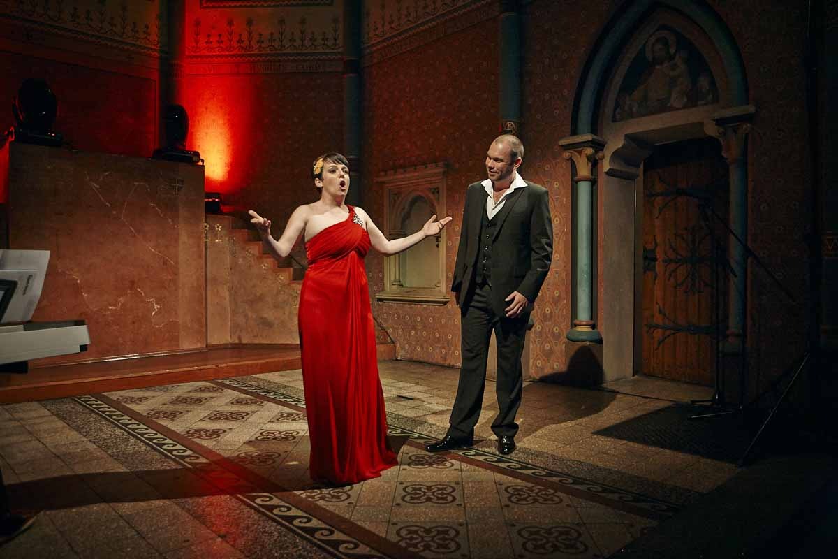 Professional opera singers durin Prague incentive event