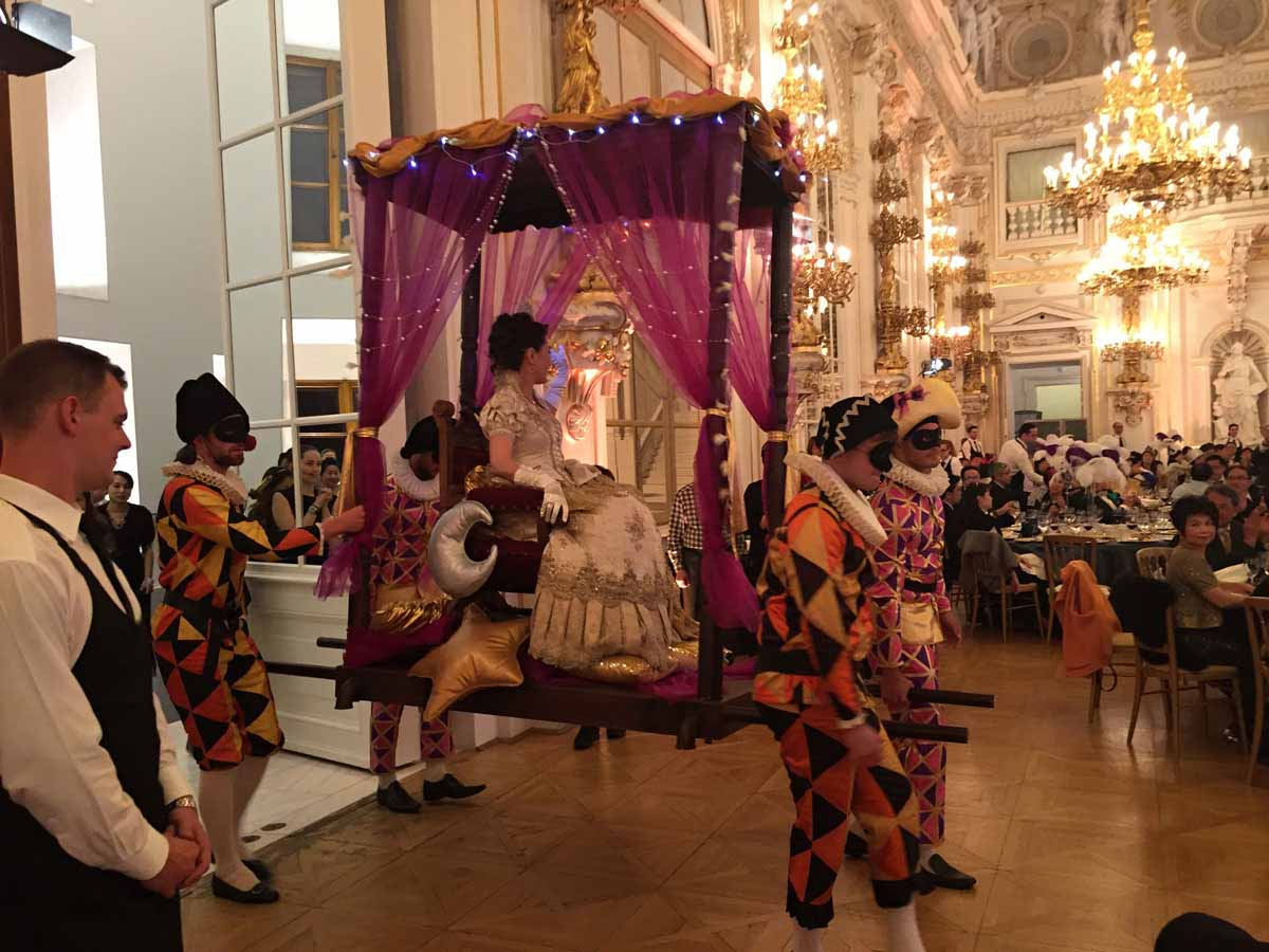 Royalty show enters the gala event venue during big incentive program in Prague