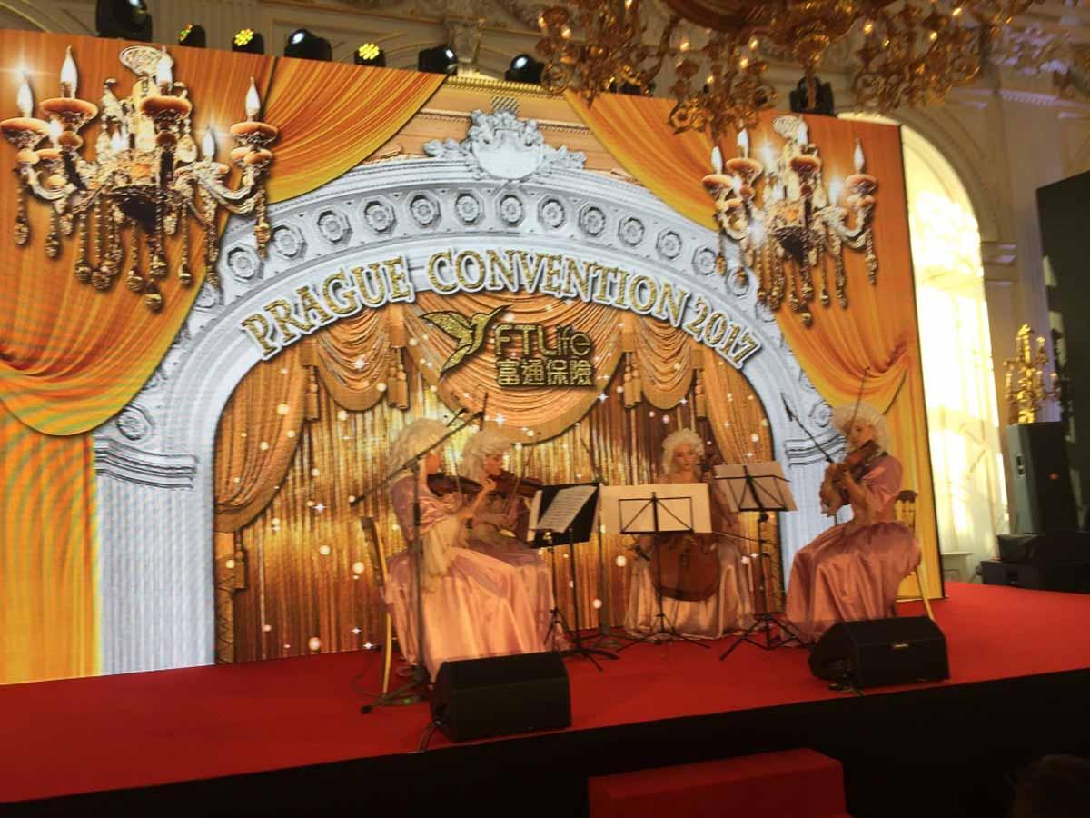 Zakázově upravené podium od organizátora incentivních programů Maxin PRAGUE