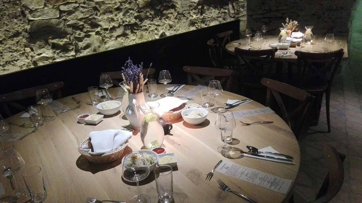 Setup stolů vytvořený pro incentivní program v Praze