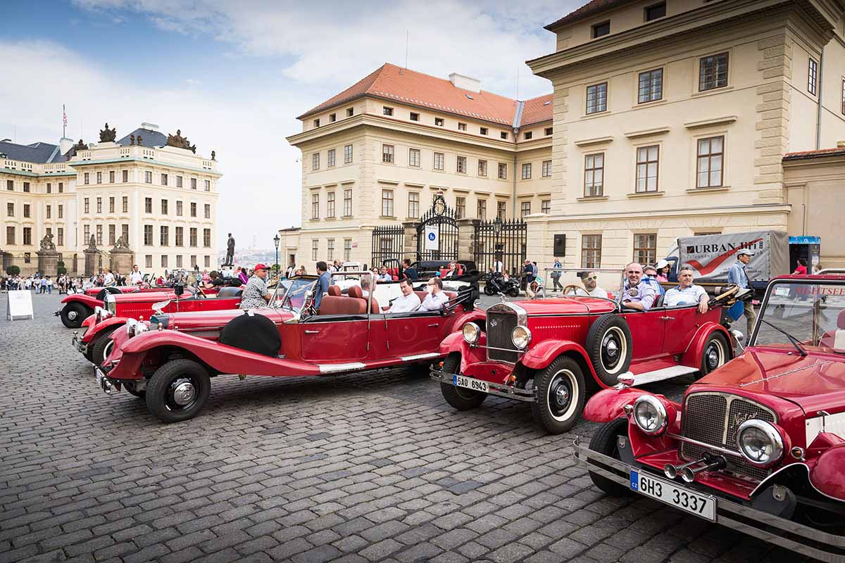 Vintage cars brought clients to the town discovery during annual event organized in Prague