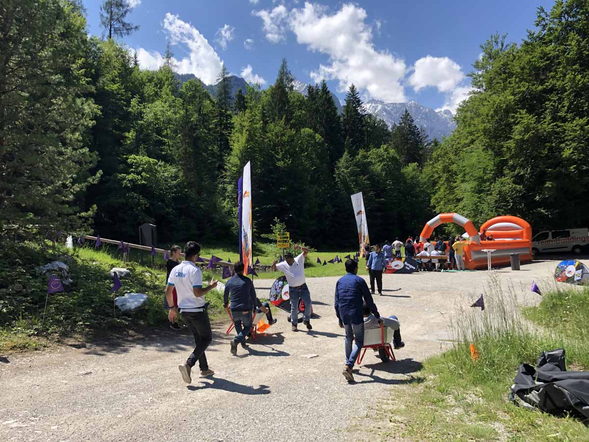 Wheelbarrow race organized at big incentive event in German Alps