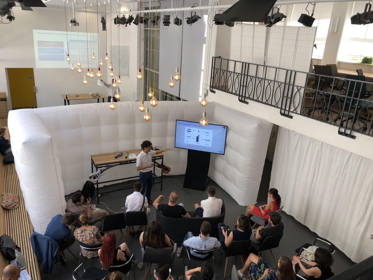 Uspesny event a nafukovaci zed QuickSpace v Praze